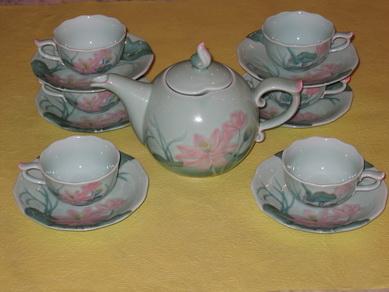 Bộ bình trà 0,7L Sen vàng